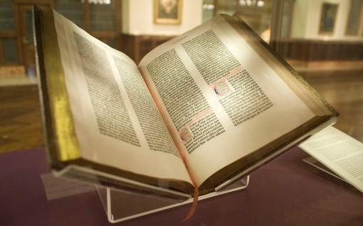 Gutenberg_Bible,_Lenox_Copy,_New_York_Public_Library,_2009._Pic_01 (2)